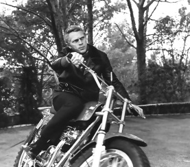 Steve-McQueen-Riding-Motorcycle