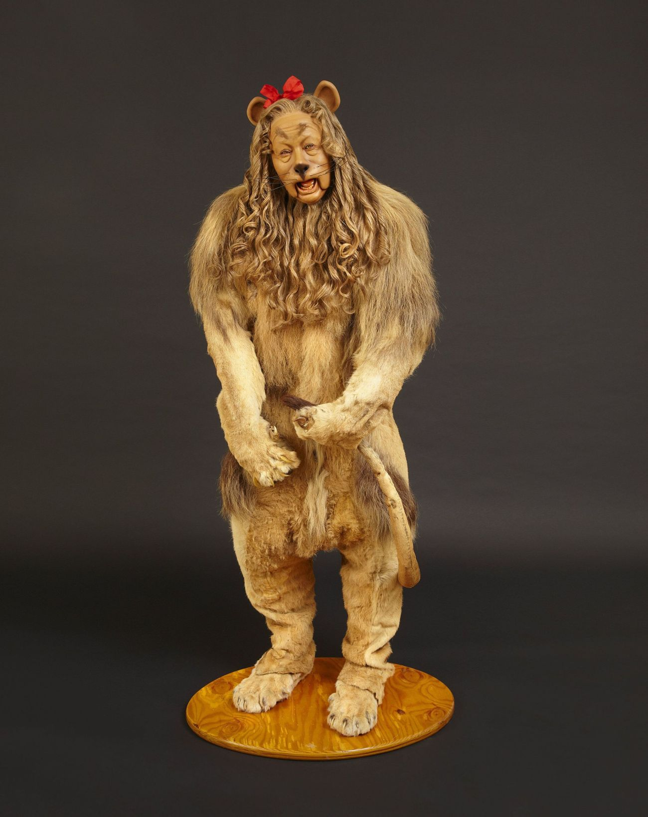 Lot 128 - Bert Lahr's Cowardly Lion costume from the Wizard of Oz - 1