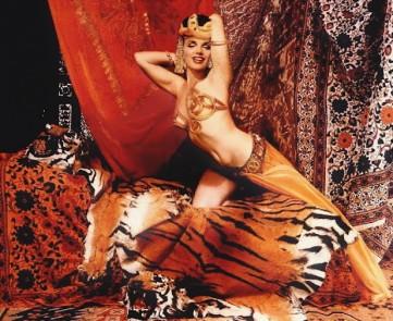 marilyn-monroe-as-theda-bara-in-cleopatra-avedon-2