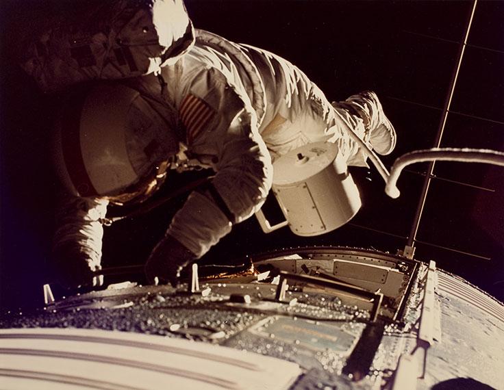 ronald-evans-spacewalk
